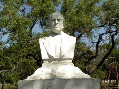Busto a Sarmiento en la localidad de Felicia.